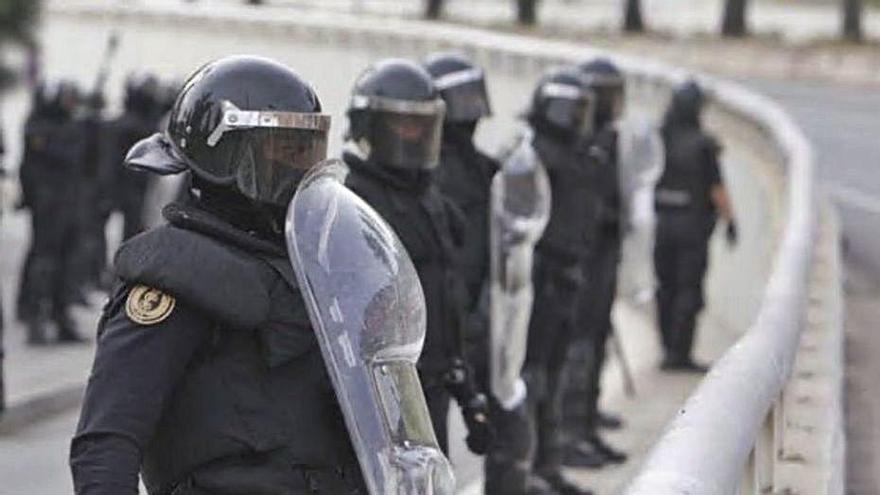 Agentes del GRS de la Guardia Civil durante un operativo. | LEVANTE-EMV
