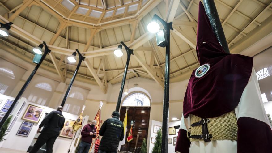 Los Estudiantes ultiman en Trascorrales su exposición de Semana Santa