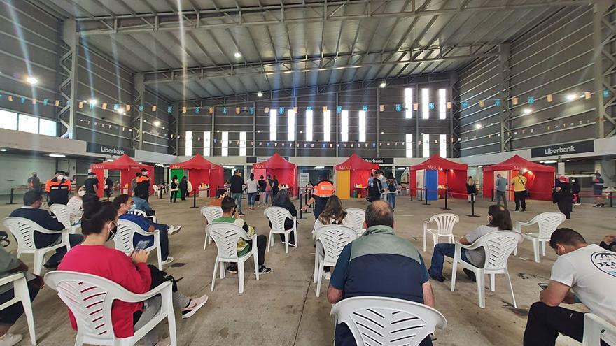 La vacunación en Santullano siguió a buen ritmo pese a ser festivo por San Xuan