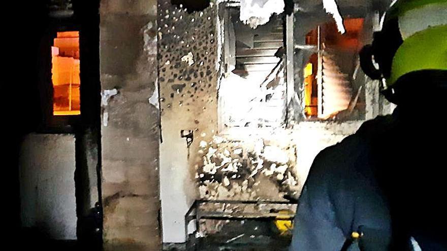 Un incendio destruye una vivienda