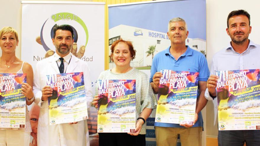 El Hospital de Torrevieja acoge la presentación del VII Torneo de Balonmano Playa Nueva Fraternidad