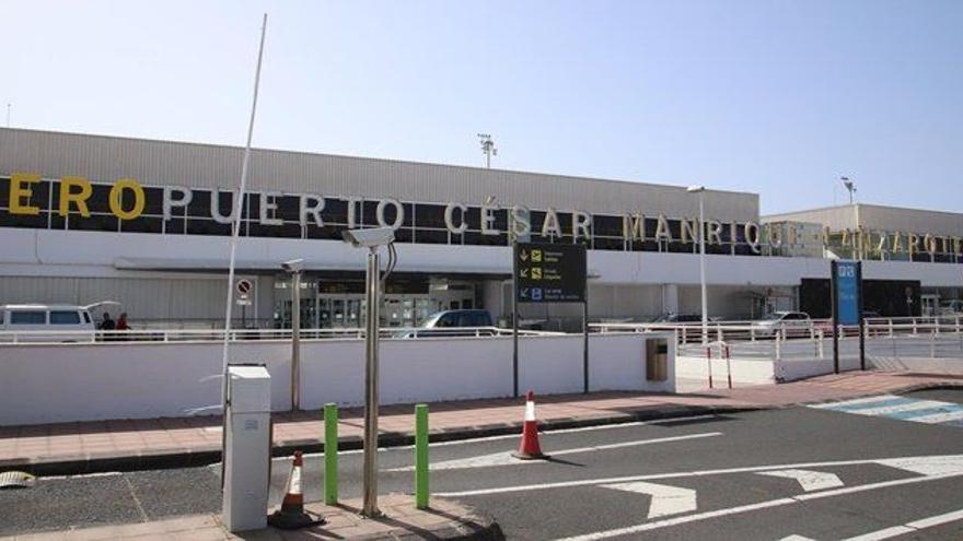 Detenido un albanés por intentar viajar con un pasaporte falso en Lanzarote