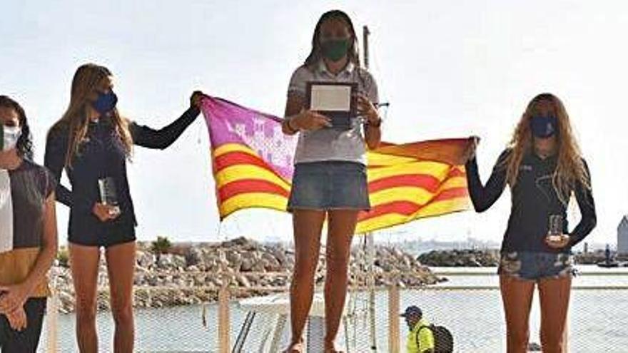 Naiara y Zoe Fernández, podio en el Nacional de Foil juvenil