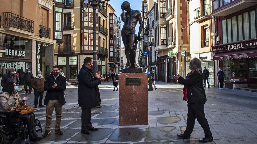 """Adán"" ya custodia la plaza Sagasta en Zamora capital"