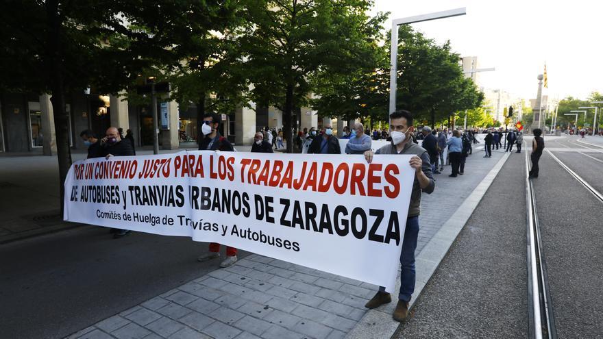 Los trabajadores del autobús de Zaragoza y Avanza acuerdan un calendario de negociaciones para acabar con el conflicto