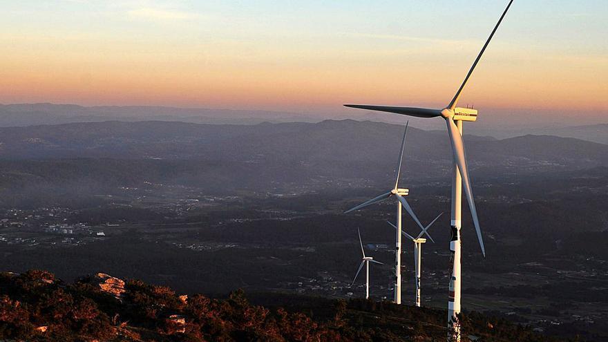 Diseñan en el Castrove un parque eólico de 20 millones de euros que afecta a Meis