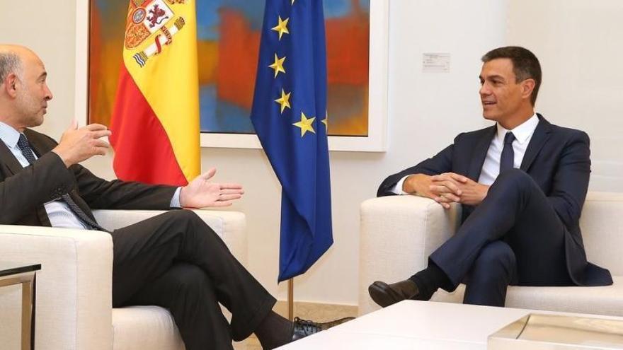 Moscovici confía en que España presente en plazo el presupuesto para 2019