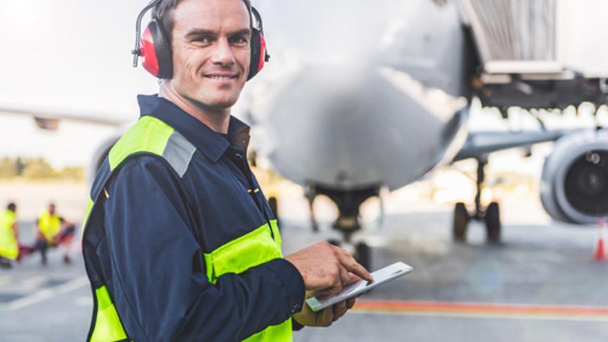 CLH busca personal para abastecimiento en el Aeropuerto de Asturias