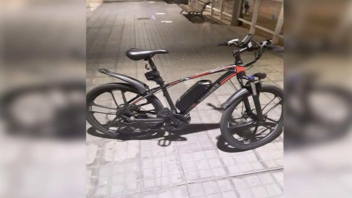 La bicicleta empleada por el infractor sorprendido en Plaza de Galicia.