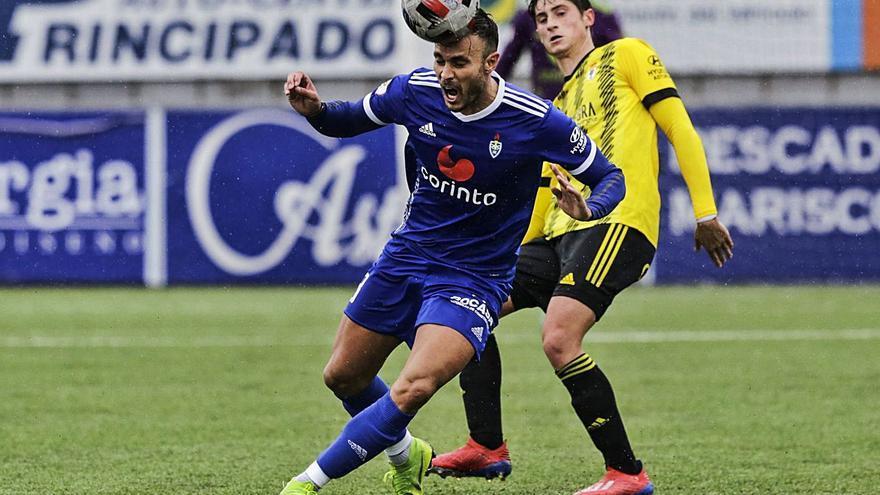 El jugador del filial Javi Cueto es una opción para la delantera del Real Oviedo