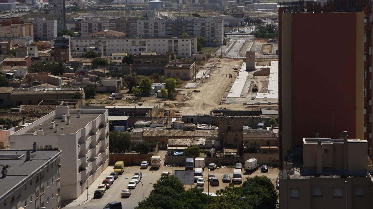 Con la prolongación de la calle Caracas se generará suelo para 200 viviendas públicas.
