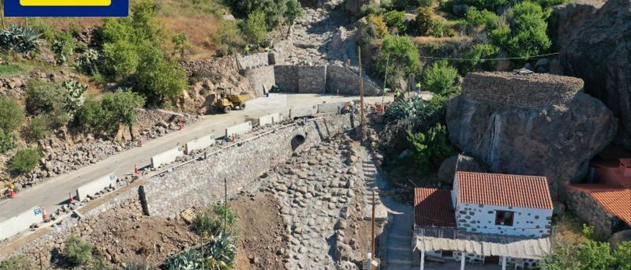 Construcción de muros de contención en un tramo de las carreteras dañadas por el temporal 'Filomena'.     LP/DLP