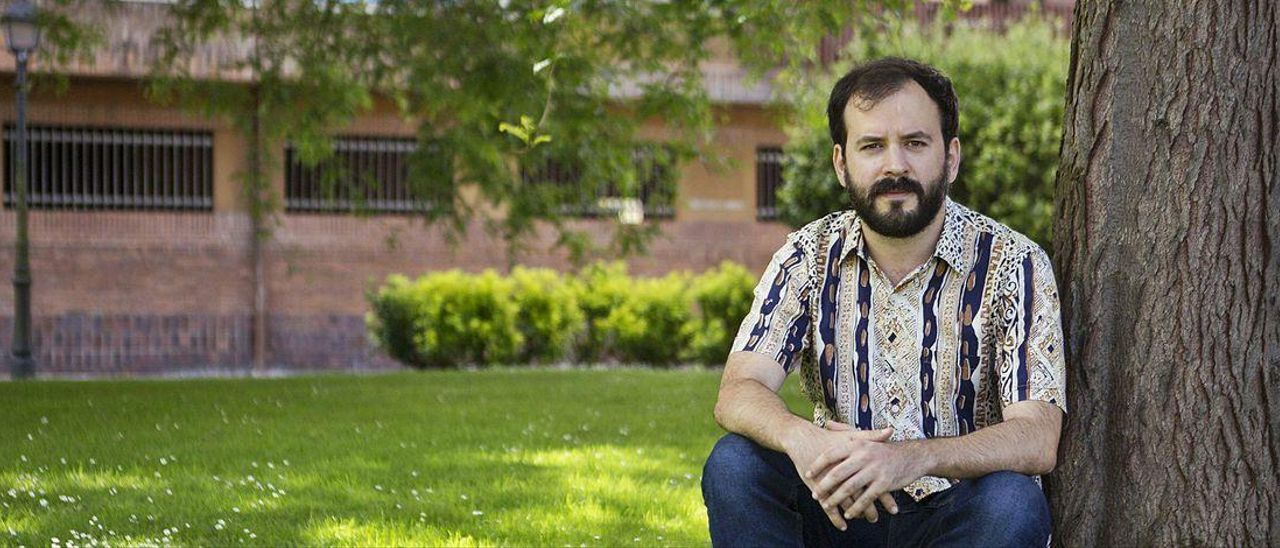 Víctor Botas Cervero, en los jardines de Llamaquique, en Oviedo.