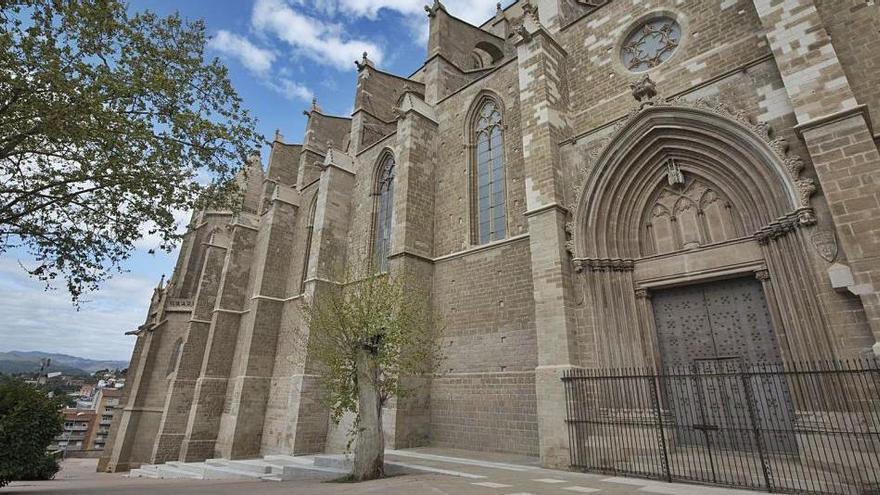 Treuen de la façana sud de la Seu la tanca de seguretat que hi havia des de l'any 2008