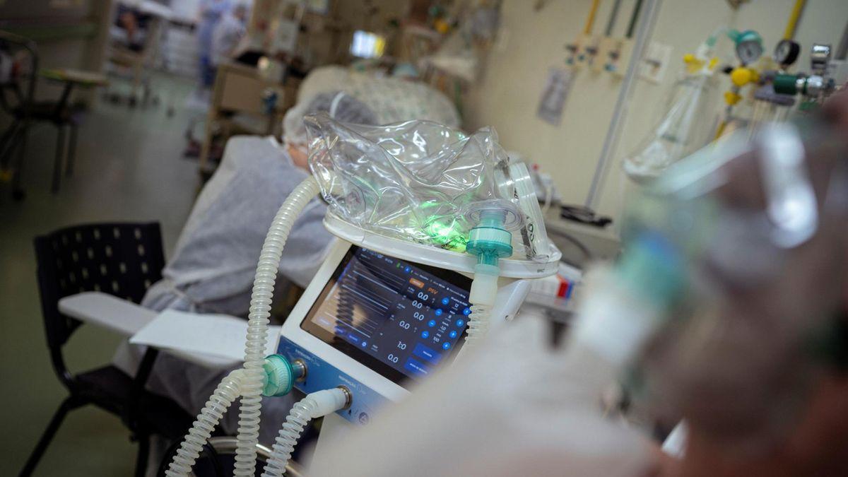 Un paciente de coronavirus en un hospital.