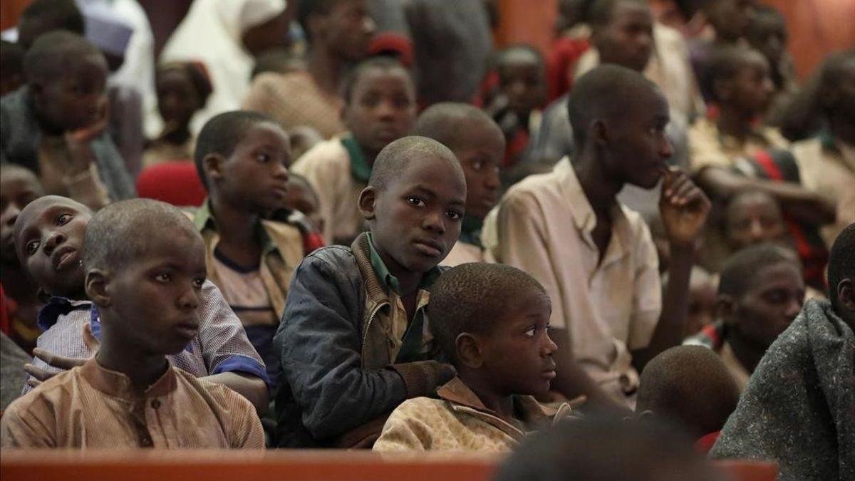 Nuevo secuestro de un centenar de estudiantes en Nigeria