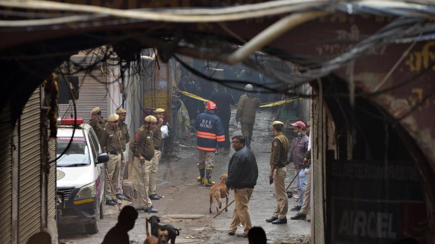 Al menos 43 muertos en un incendio en Nueva Delhi