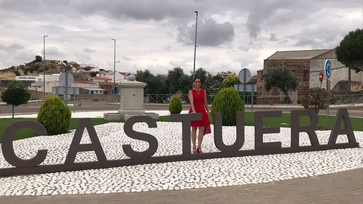Elsa María Caballero Pascual, notario de Castuera.