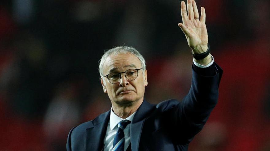 El Leicester despide a Ranieri