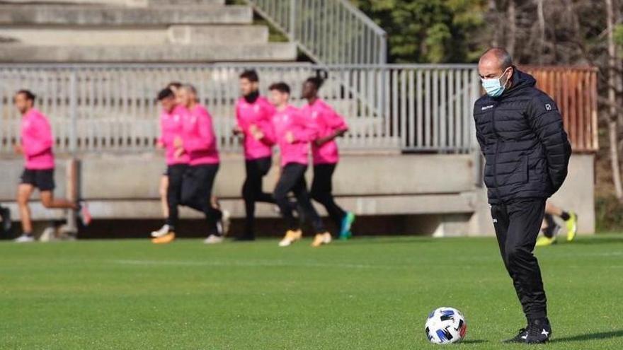Juan Sabas dirige su último entrenamiento