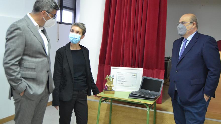 Endesa entrega 13 ordenadores a los centros escolares de Sanabria