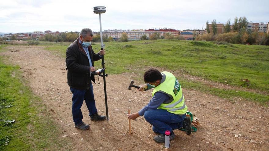 Ayuntamiento y vecinos acuerdan dotar de más servicios al parque de Levante