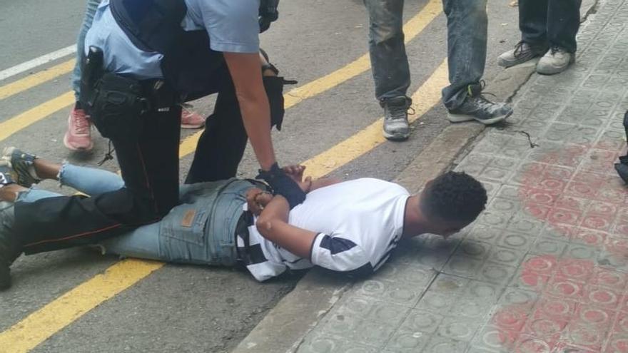 Detingut després de dos robatoris amb mitja hora de diferència a Manresa