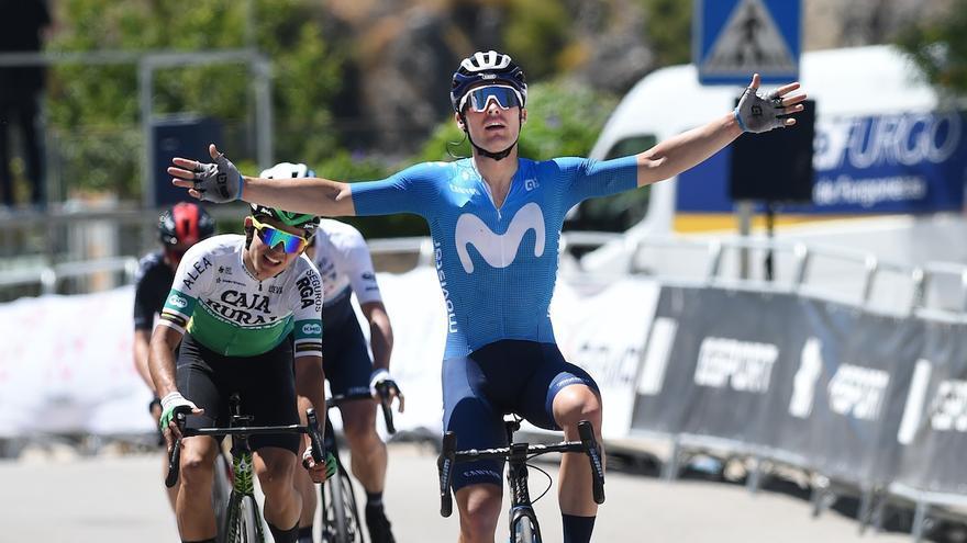 Gonzalo Serrano gana y será el líder de la Vuelta a Andalucía en la salida de Iznájar