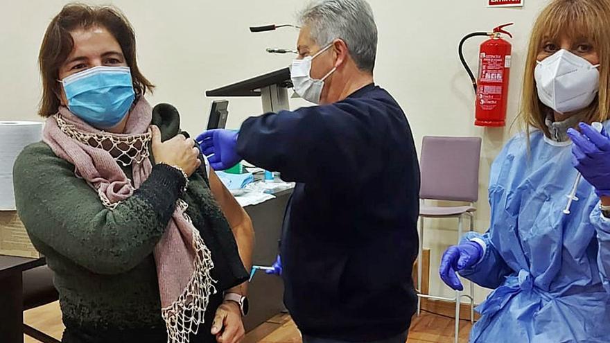Sanidad logra vacunar a uno de cada cuatro sanitarios de la provincia en un solo día