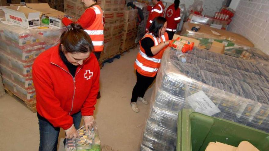 Cruz Roja inicia sendas recogidas de alimentos en Parres y en Cangas de Onís