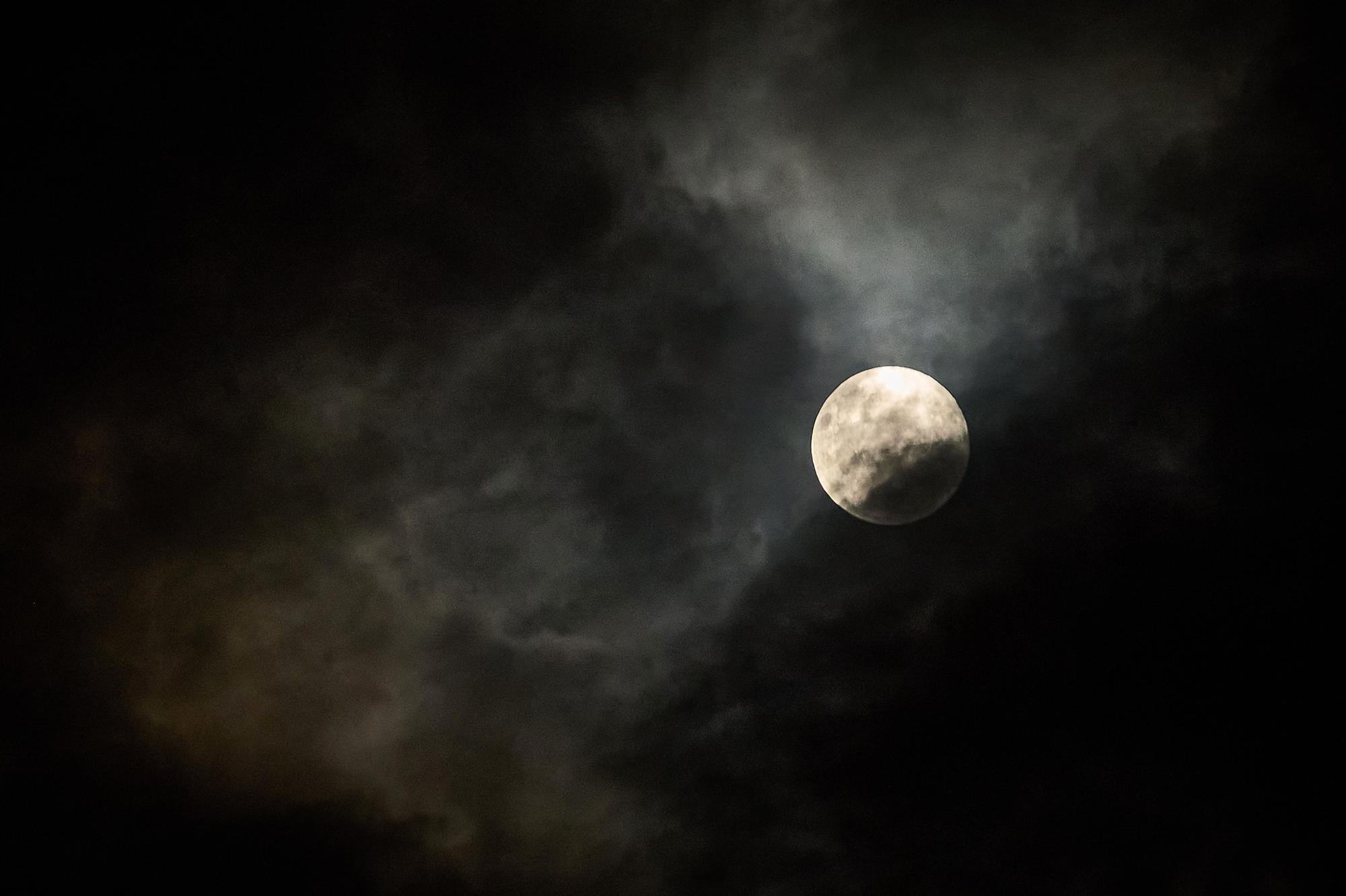 Full moon over Sao P (109393492).jpg