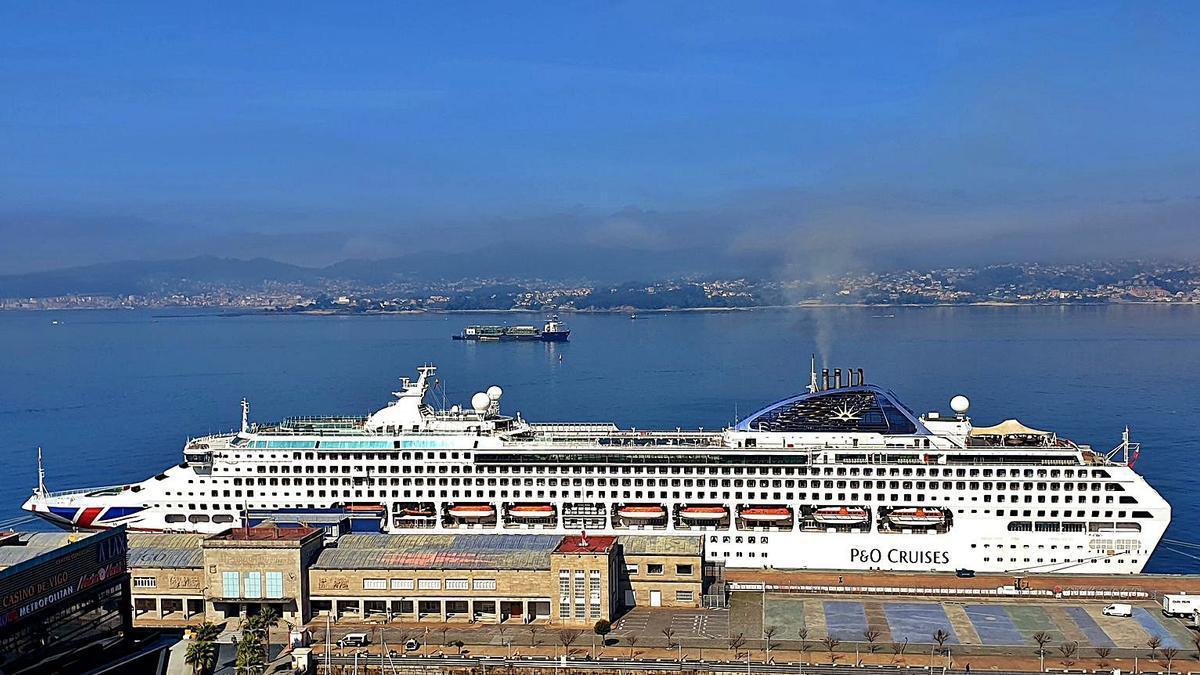 """El """"Oceana"""", durante su úlima escala en Vigo.     // M.G. BREA"""
