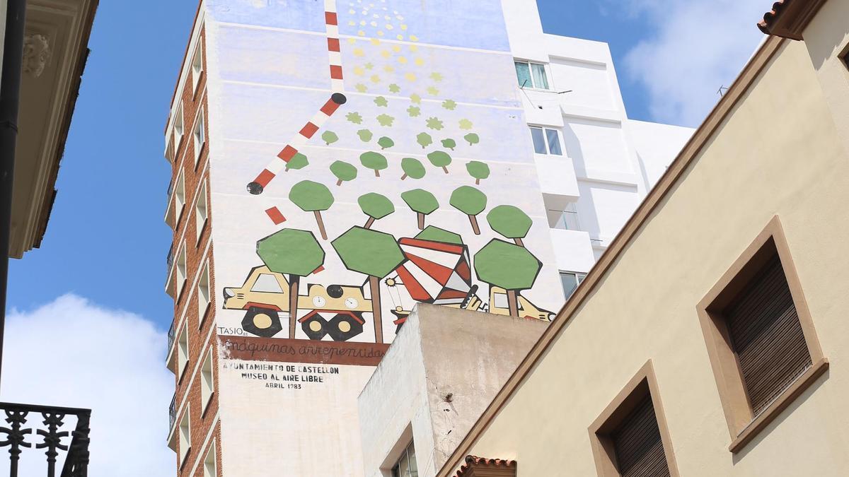 Del pintor Tasio es el mural 'Máquinas arrepentidas', ubicado en Caballeros-Las Aulas en Castellón.