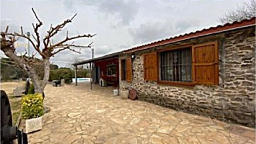 450.000 € Venta de casa en Maçanet de la Selva 24000 m2, 4 habitaciones, 2 baños, 19 €/m2...