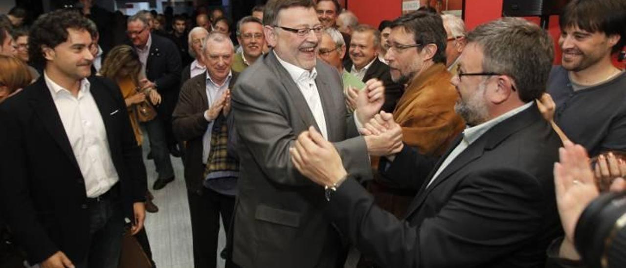 Puig saluda a Lorenzo en presencia de Colomer y Subías en la sede del PSPV de Castelló.