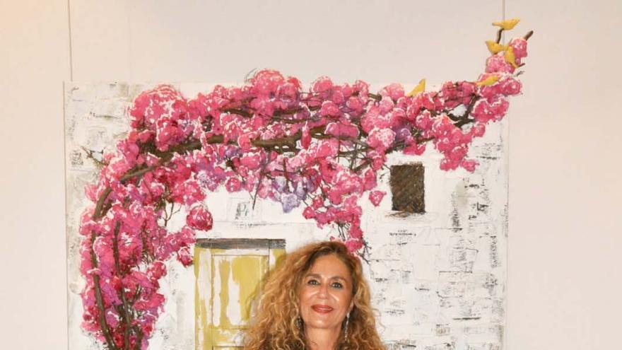 La pintora de Ibiza Marta Torres presenta su obra ante más de 200 personas