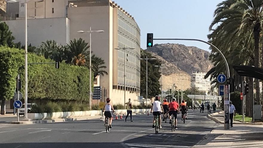 Patinetes, bicicletas y caminatas para celebrar la Ciclovía en Alicante