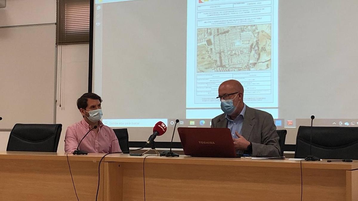 Priego y Vergillos, informando de las obras a la asociación de vecinos.