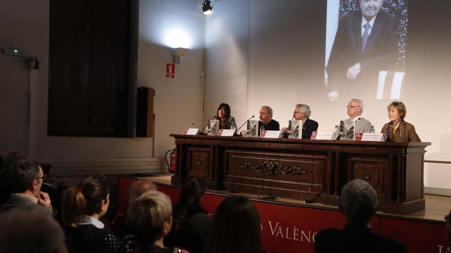La Nau debate sobre el pensamiento de Vidal-Beneyto