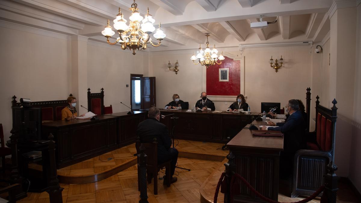 Juicio contra el empleado de banca, celebrado en la Audiencia