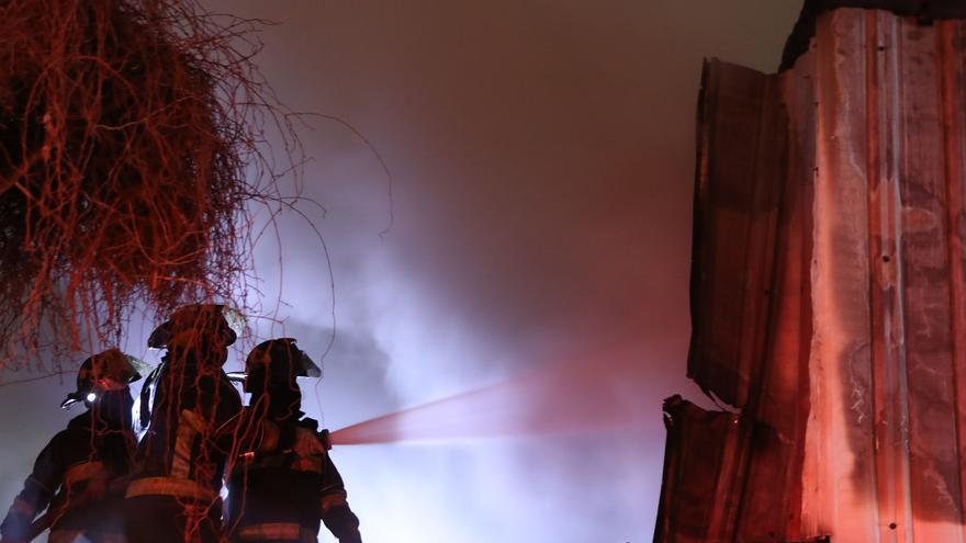 Al menos tres fallecidos por un incendio en Bangladesh