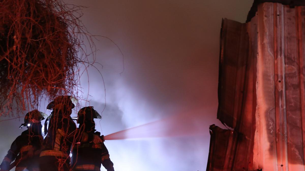 Imagen de archivo de un incendio en una zona industrial.