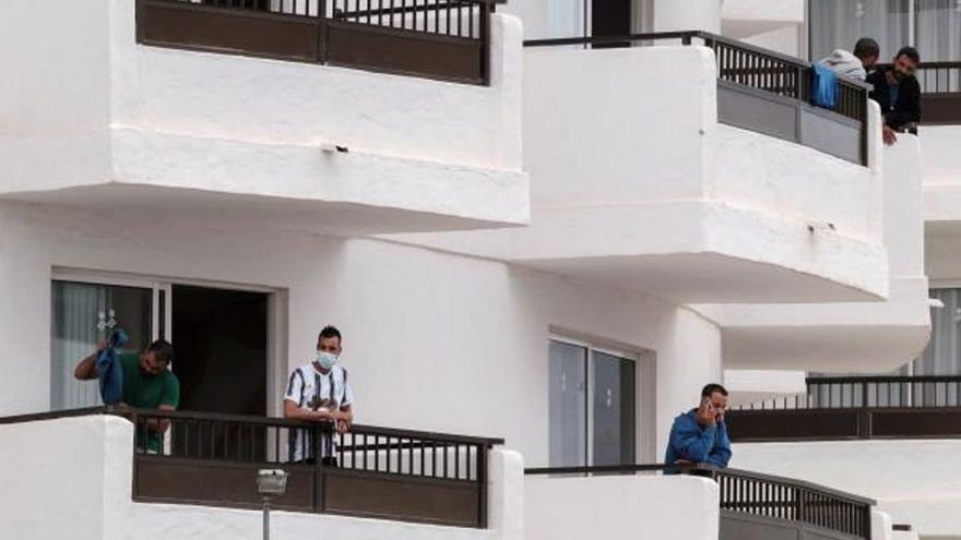 Migraciones apura el desalojo de los hoteles donde quedan 800 migrantes