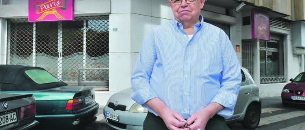 El empresario Eugenio Guerra Guerra fotografiado este sábado ante el Restaurante París, en Las Palmas de Gran Canaria.