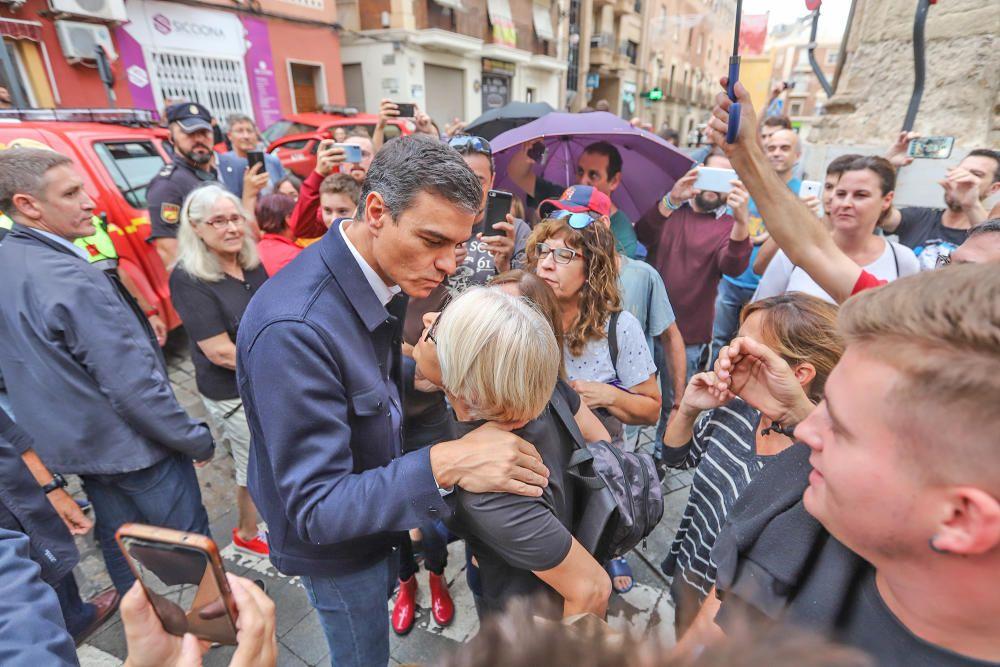 Gota fría en la Vega Baja: Pedro Sánchez, 10 minutos en Orihuela y sin hacer declaraciones.
