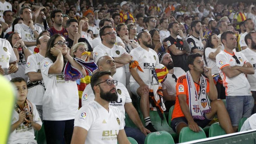 La fiebre de los campeones agota las camisetas del Valencia CF