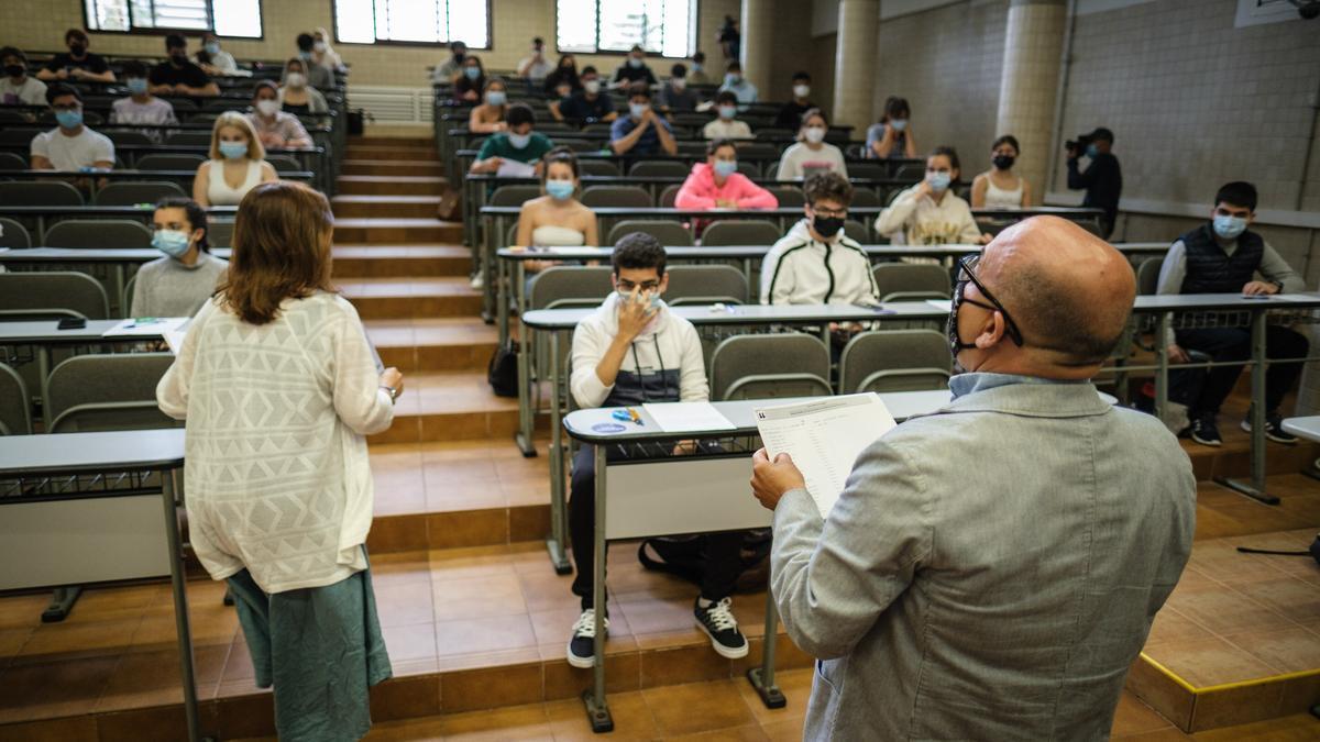 Alumnos de la ULL durante un examen.