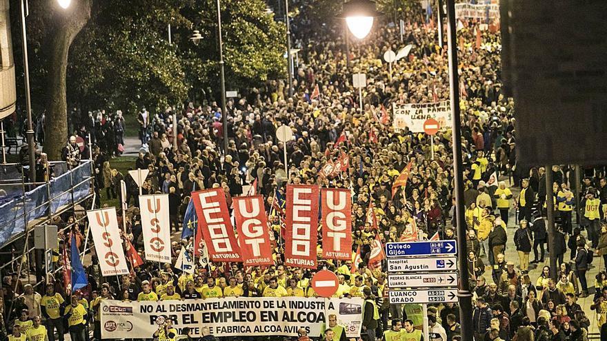 """Los sindicatos llaman a salvar la industria asturiana: """"Es el motor de la comarca"""""""