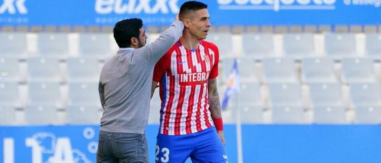 David Gallego anima a Djuka durante el Sabadell-Sporting.