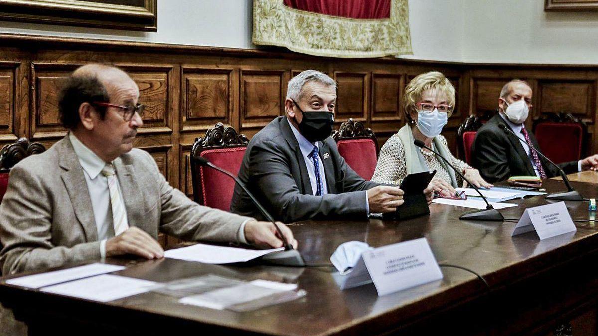 Por la izquierda, Emilio Casares, Santiago García Granda, Josefina Martínez y Ángel Medina.